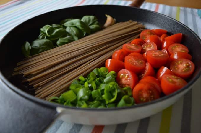 One-Pan Soba Noodles | mygutfeeling.eu