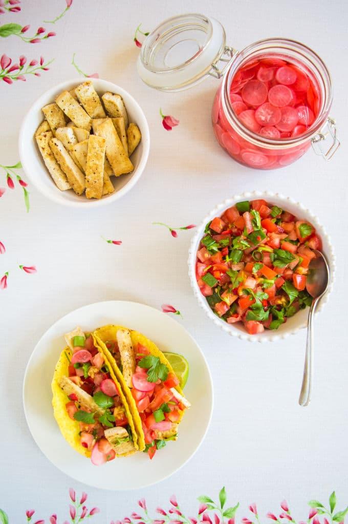 Pico de Gallo Tofu Tacos with Quick Pickled Radishes / mygutfeeling.eu #vegan #glutenfree