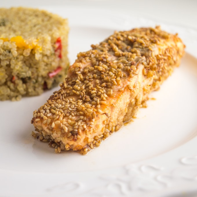 image of a salmon fillet with sesame seeds, with quinoa side on the background